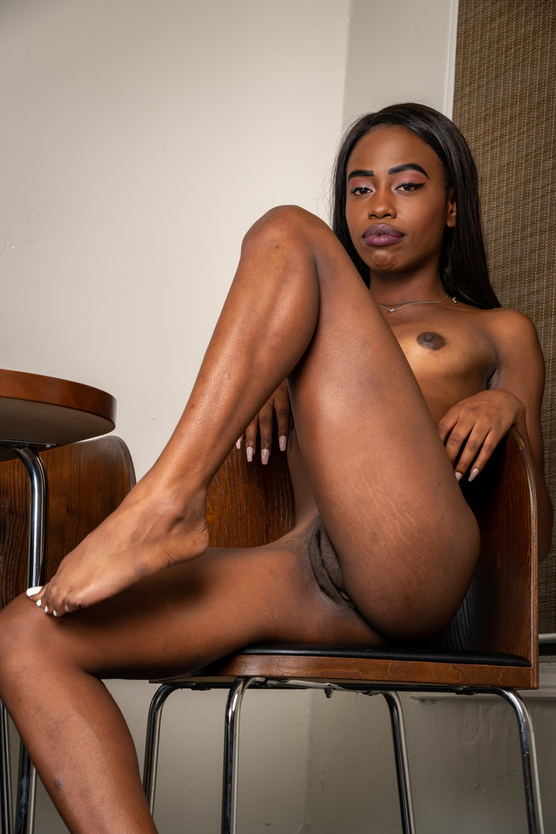 Beautiful Brown Girlfriend Naked at Home