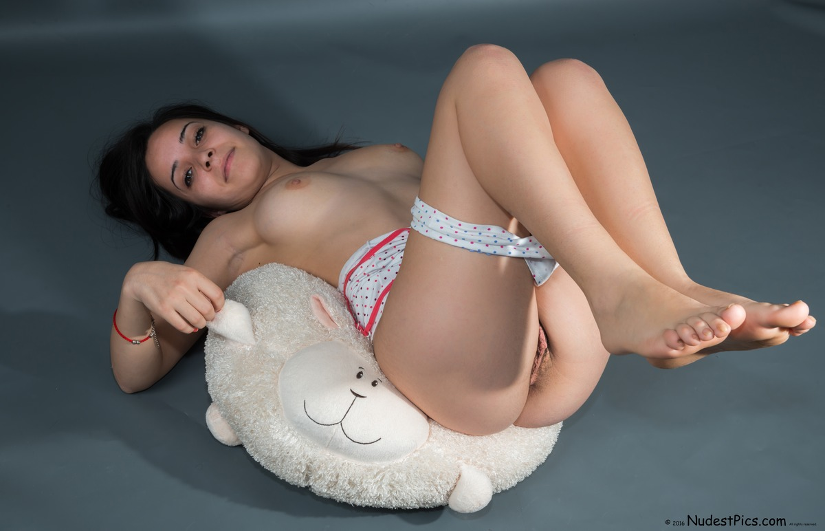 Sweet Teenager Brunette Pussy & Breasts Revealed