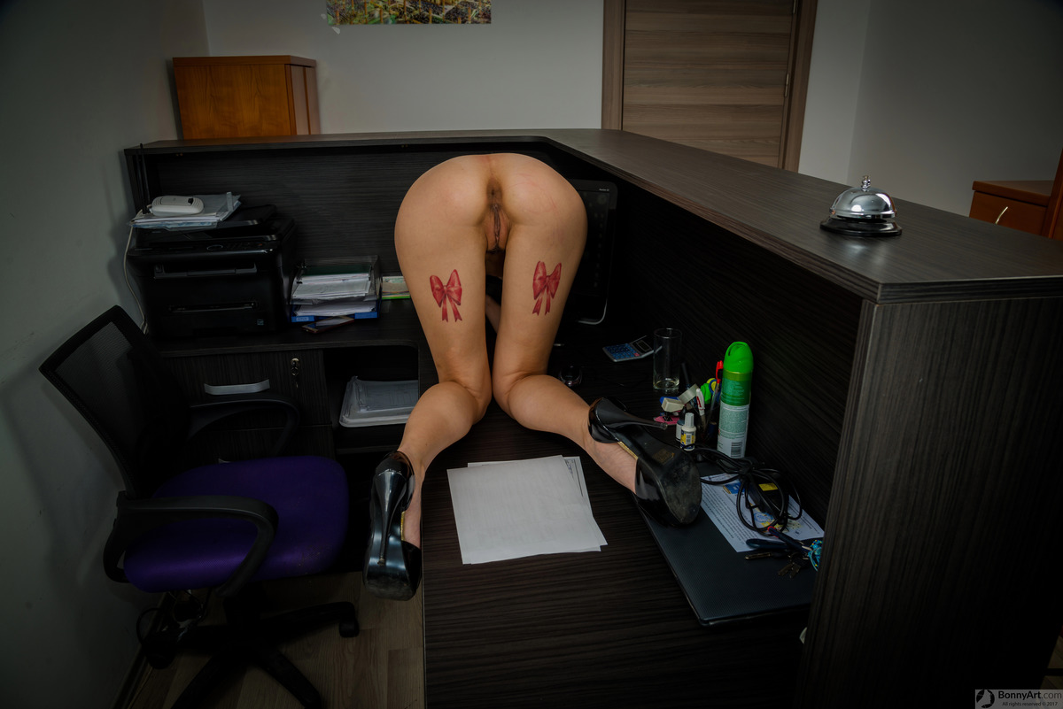 Woman Office Worker Naked Ass and Pussy